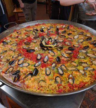 Curso de paella para estudiantes franceses en el Restaurante Sociedad Plateros Maria 06
