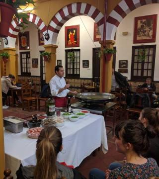 Curso de paella para estudiantes franceses en el Restaurante Sociedad Plateros Maria 17