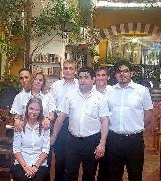 Estudiantes de la Escuela de hosteleria de Polonia CKZiUW Sosnowcu ( Polonia) Camareros
