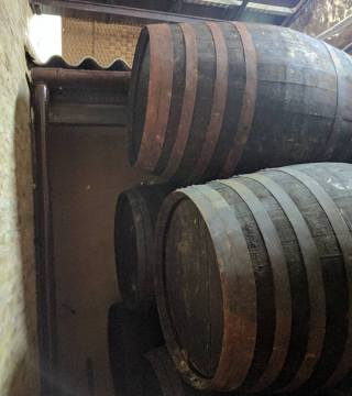 Despacho de vinos a granel Sociedad Plateros María Auxiliadora 10