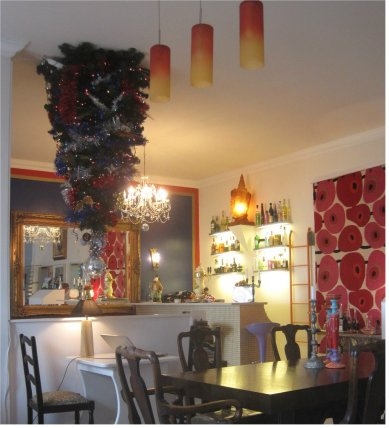 The cosy dining room and bar