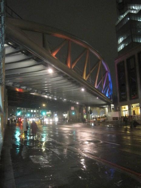 Back on Southwark St. the rain bounces!