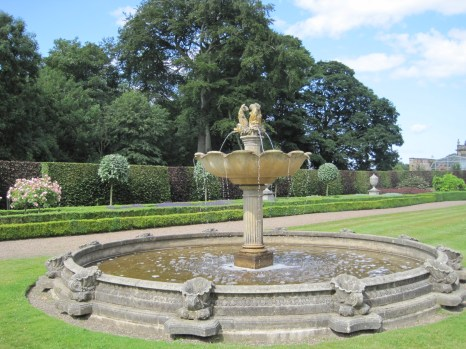 With fountain centrepiece