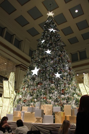 Giant Christmas tree in the Walnut Room/Photo David Hammond