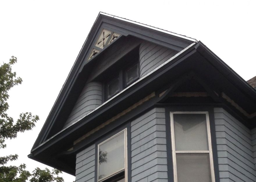 Again, 819 Constitution. Note how the walls of the attic level curve in to meet the window. Typical Squires.