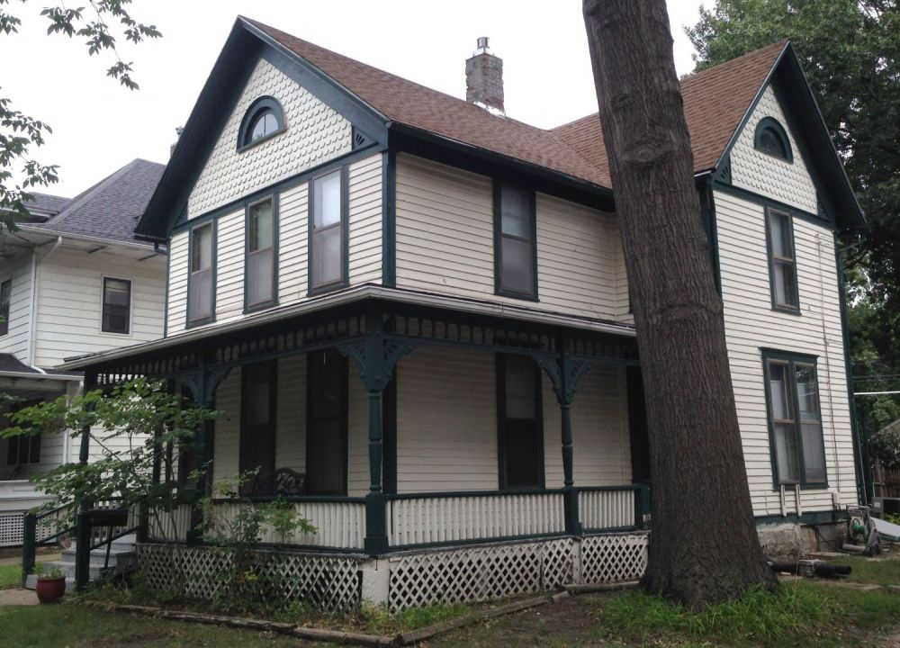 918 Market Street. Save the porch railings and lattice, 918 appears to be a remarkable, and very attractive, survivor.