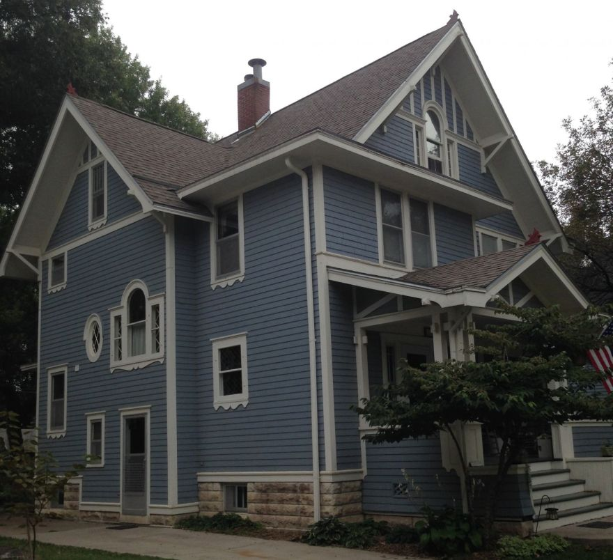 814 bbnn. This house is a particular mystery. The house is very different than the houses above, stylistically.