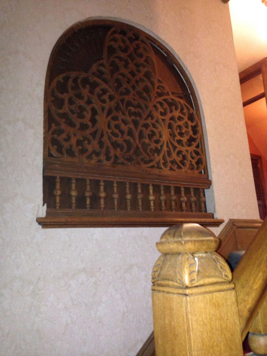 As we ascend the main stair, we come across an EXTRAORDINARY feature: an elaborate fretwork panel between the stair and adjacent room. The back of the panel has  recent piece of this plywood covering it, and it was all I could do to NOT tear it out so that daylight could, once again, stream through the delicate spindles. Wow.Wow. WOW!