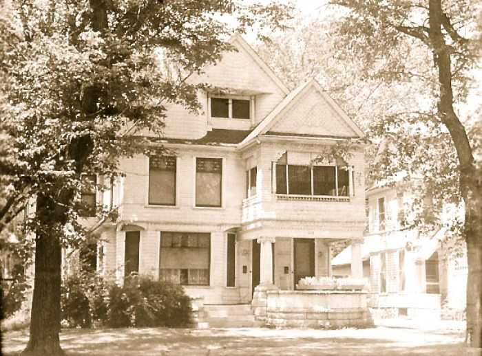 By 1948 the triple columns were gone on 613, and replaced by over-scaled columns with scamozzi capitals. Note also how the front of the porch has been changed to a sweeping curve, and the stairs relocated. As Squires lived in the house until 1934, was he responsible for these changes? Image Lyon County Historical Society.