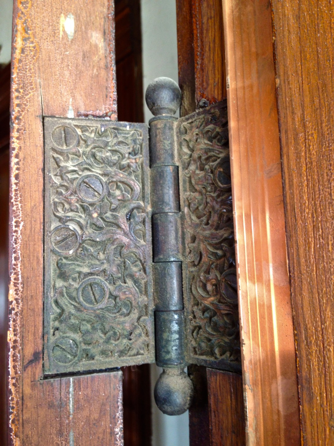 The entry door hinges. & Wanna meet my Yale u0026 Towne hardware? | Restoring Ross
