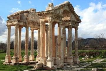 WHEN CIVILISATIONS PEAK AND PLATEAU