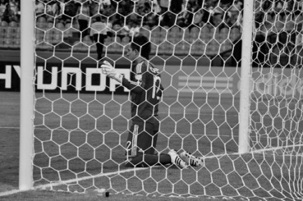 Mexico goal keeper, López, kneels in his net before the match (MEX-DPR)