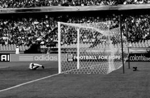 Portugal's second goal, pentalti by N. Oliveira (8/11) (FRA-POR)