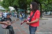 Sr Calderón y jóven guitarrista, Chris