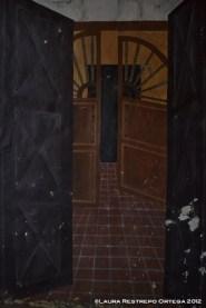 entre puertas pintadas