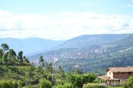 Medellín en la distancia