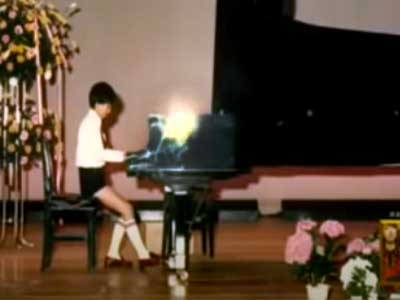 YOSHIKI 小学生時代 ピアノ発表会