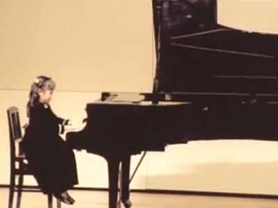 山木梨沙 幼少期 ピアノの発表会