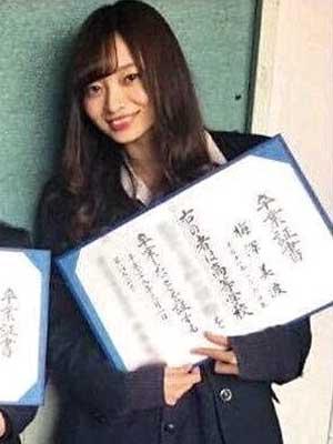 梅澤美波 高校卒業式