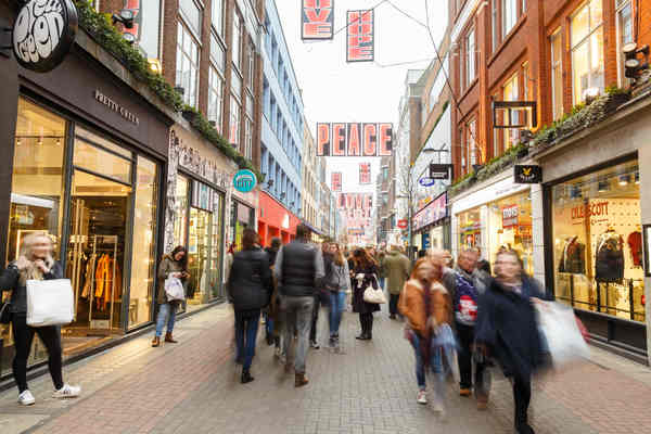 British fashion market experiences deepest decline since recession