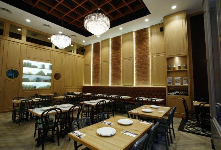 Brown And White Restaurant Booth
