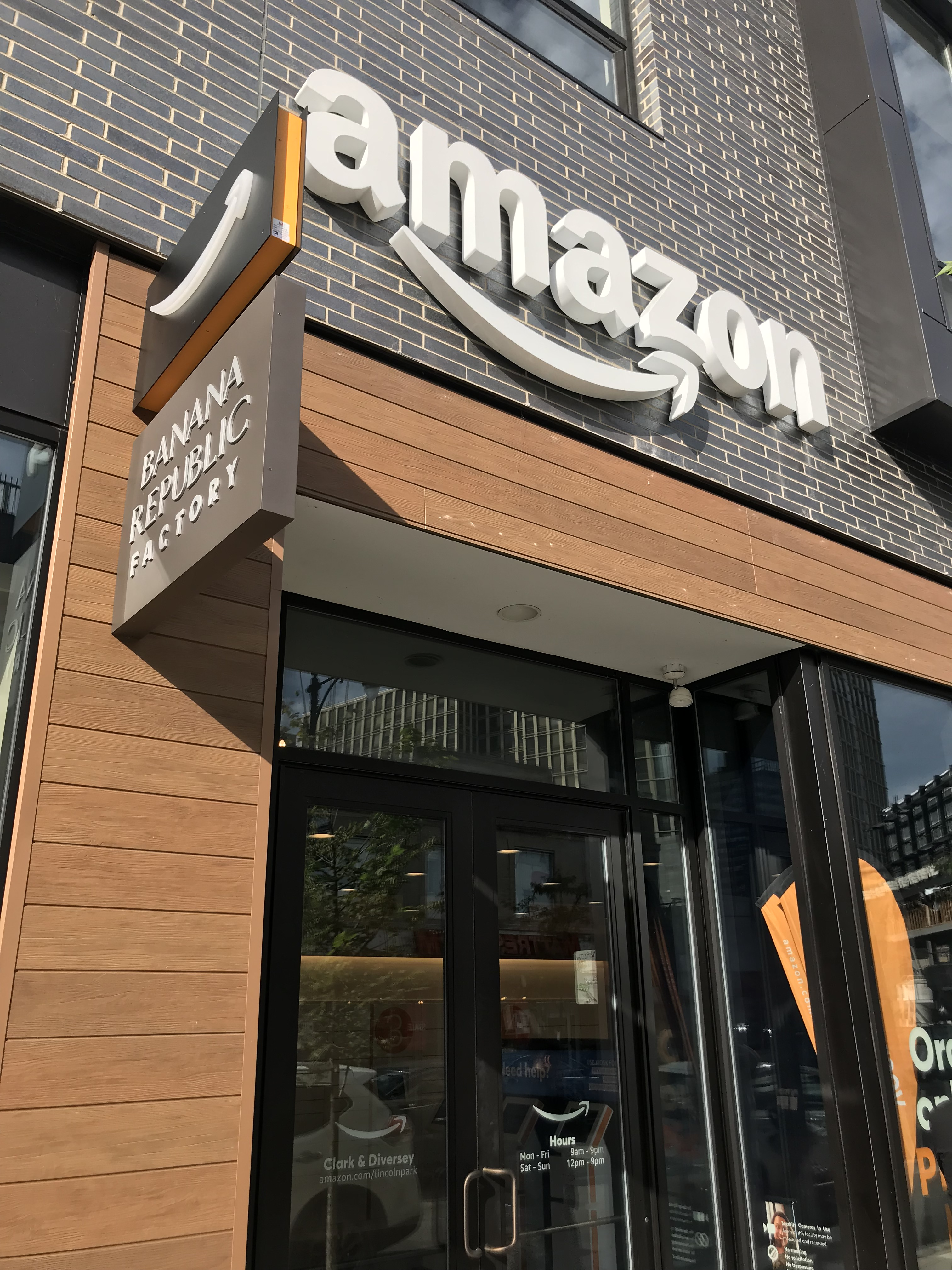 Amazon pilots new Pickup Locations in Chicago (field report