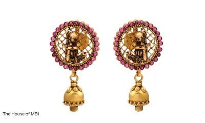 Millennials love gold earrings and IIJS 2021 flaunts the daintiest of the lot