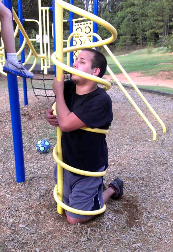 funny-adults-stuck-children-playground-3-5c24a93d5e25f__605.jpg