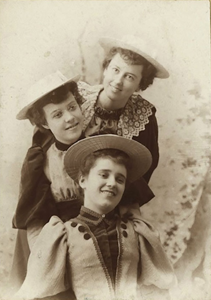 funny-victorian-era-photos-silly-vintage-photography-21-57514164a6f15__700
