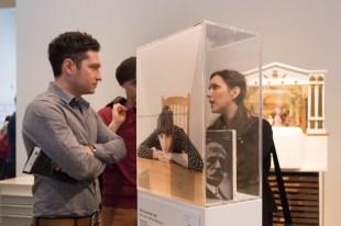 """Ritratto di Nora Cavaccini, parte dell'opera """" ''RÜBER FRAUEN. Segni di una recente emigrazione femminile a Berlino."""" di Ornella Orlandini (testi a cura di Elena Giampaoli)."""