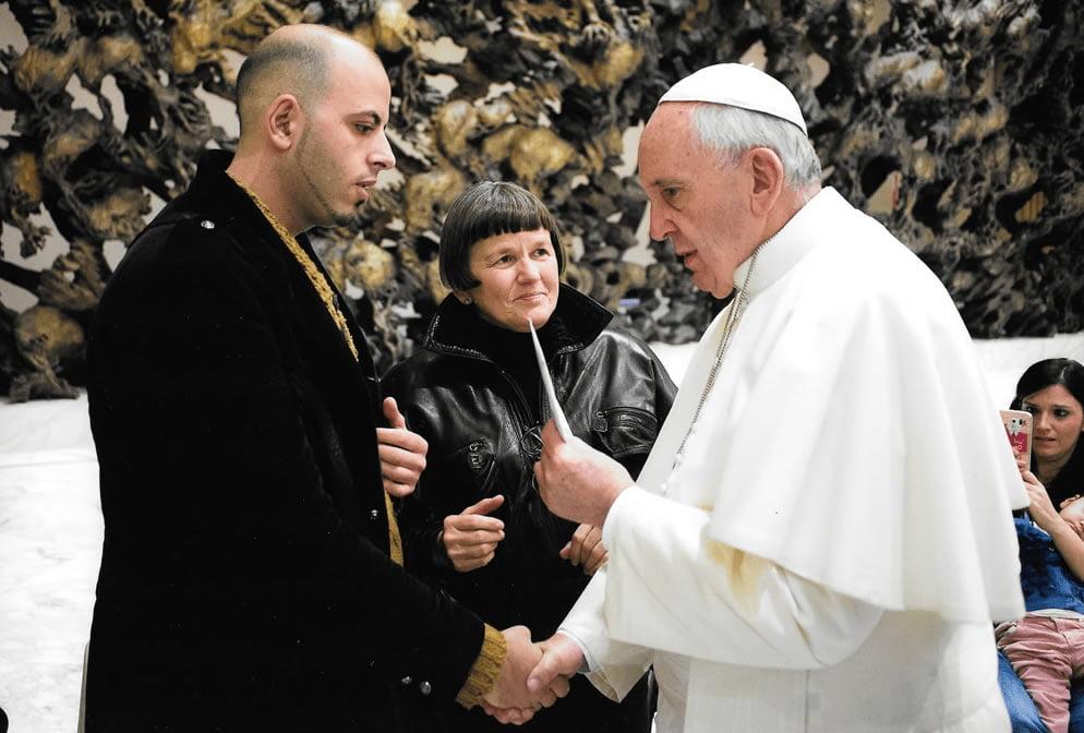 Quella lettera consegnata nelle mani di Bergoglio che denunciava don Nicola Corradi e altri 14 preti