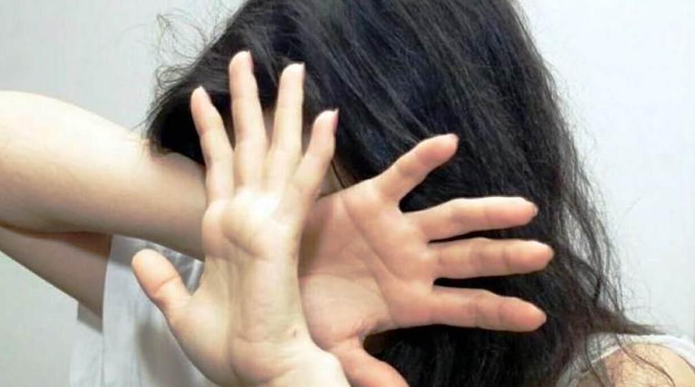 Violenta compagna, figlia e la cuginetta