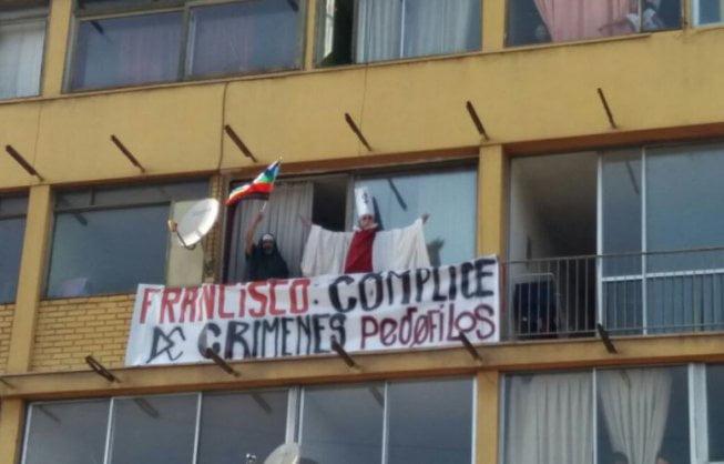 Papa Fischiato E Criticato In Cile: Si Parla Ancora Di Pedofilia