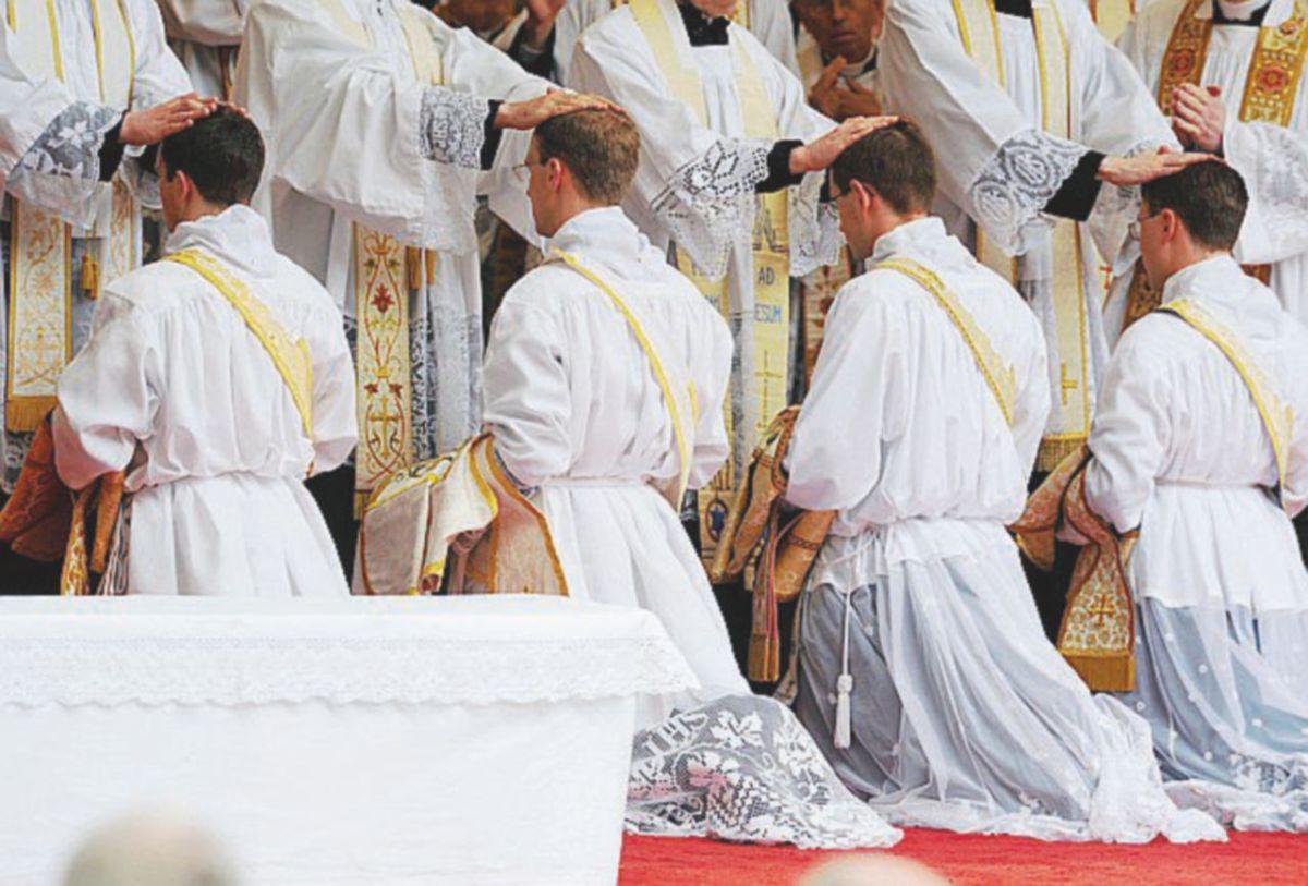 I preti e il sesso, l'unico vero peccato è accettare la doppia morale della Chiesa