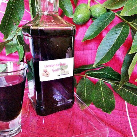 un-lichior- de -nuci -verzi-super-aromat.jpg
