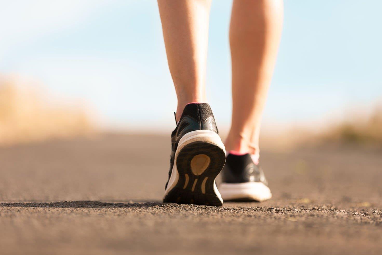 De ce merită să mergeți pe jos ( Mersul pe jos este foarte benefic pentru sănătate )