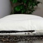 7 Motive pentru care merită să dormi pe o Pernă din coji de hrișcă