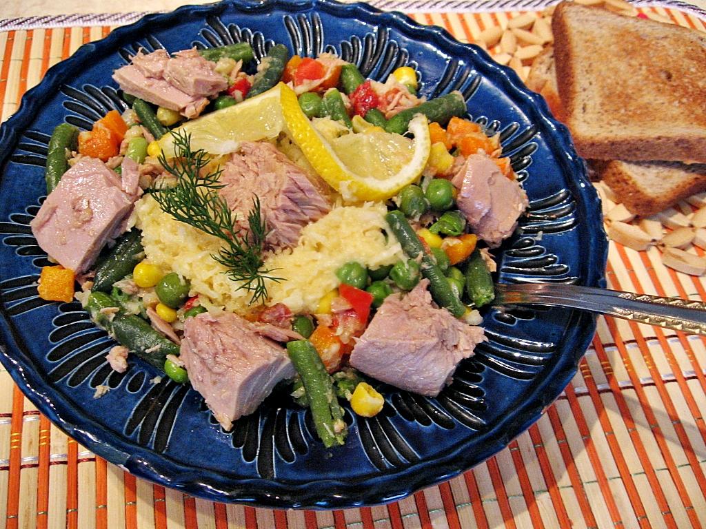 Salata de ton cu amestec mexican de legume