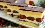 Trei porții din prăjitura fantezie cu pișcoturi de cacao și foi albe