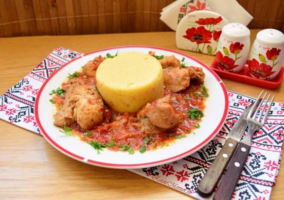 Iepure în sos de roșii cu ceapă și usturoi