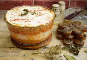 Varză în straturi cu carne tocată și orez