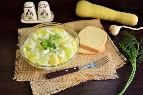 Salată de dovlecel cu iaurt și usturoi