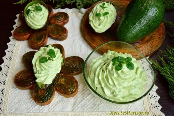 Cremă de avocado cu mentă și mascarpone