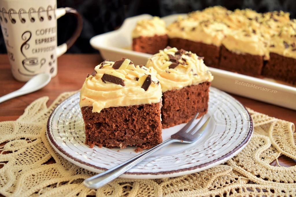 Prăjitură din albușuri cu ciocolată și cremă caramel
