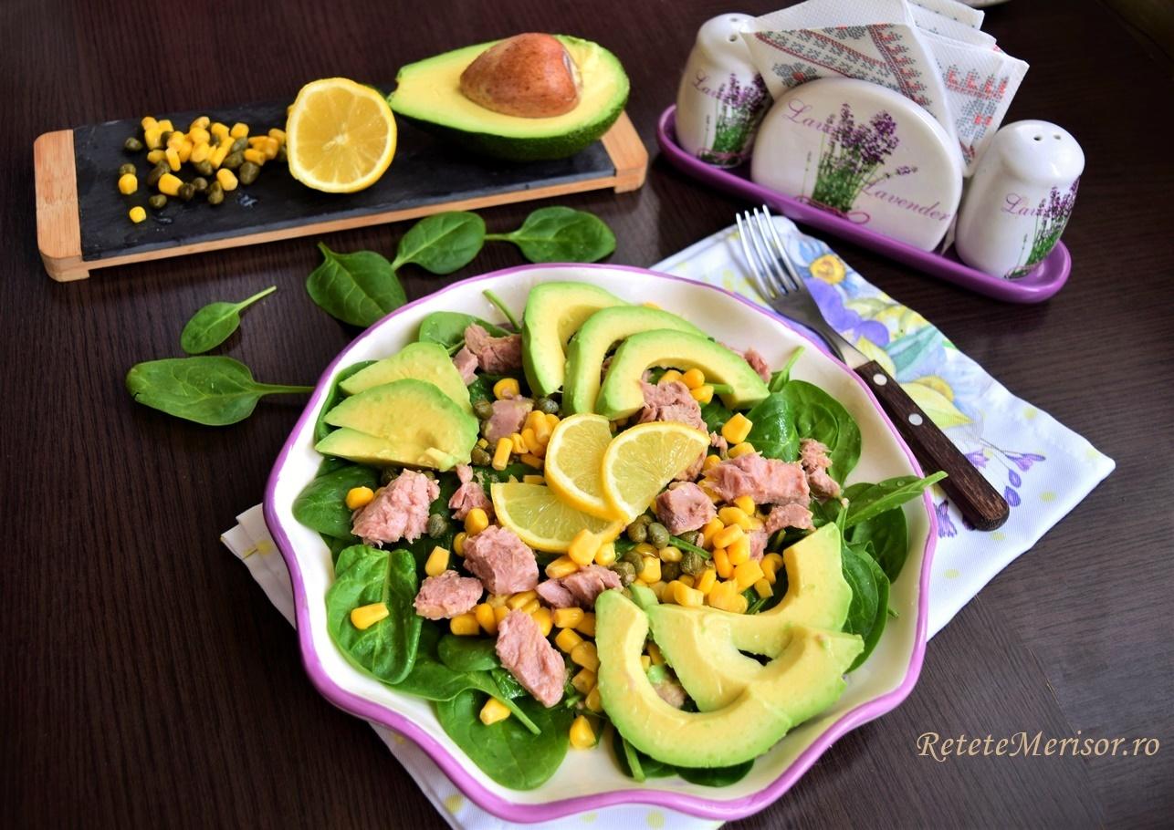 Salată de avocado cu ton și porumb dulce