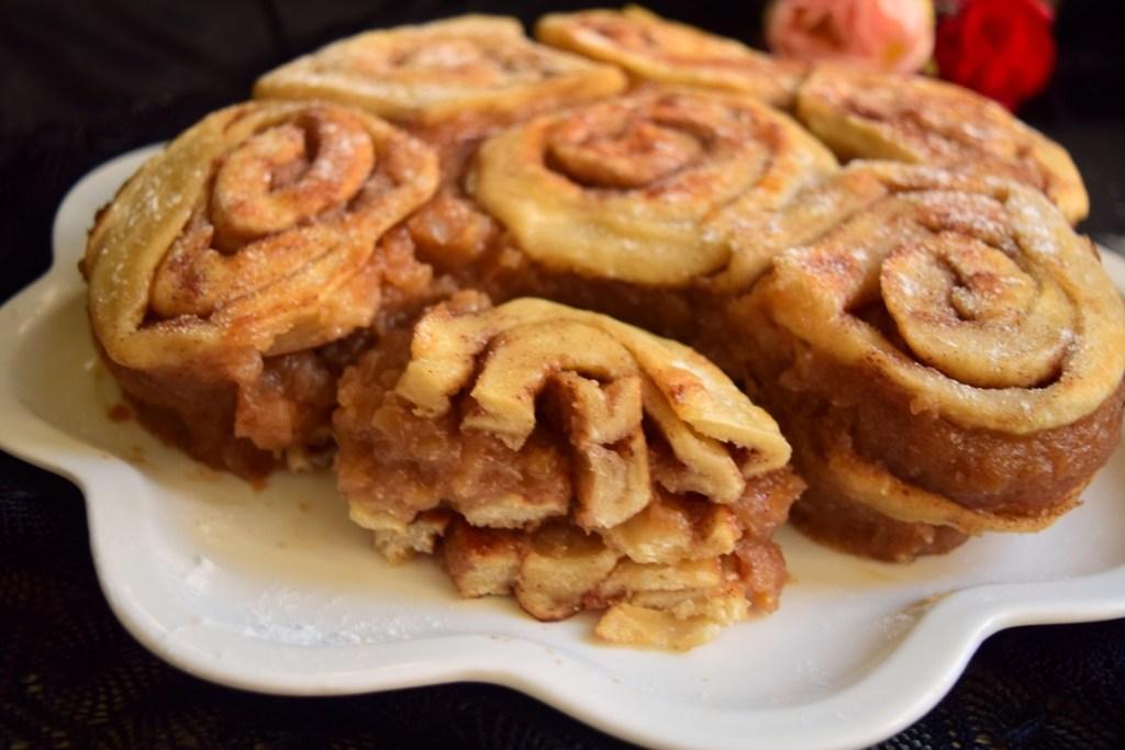 Tortuleț cu mere și aluat cu scorțișoară