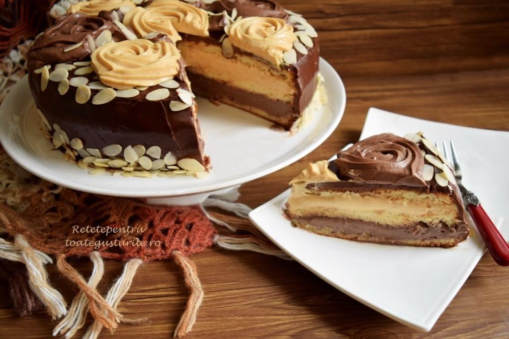 Secțiune de tort duo caramel cu ciocolată și migdale