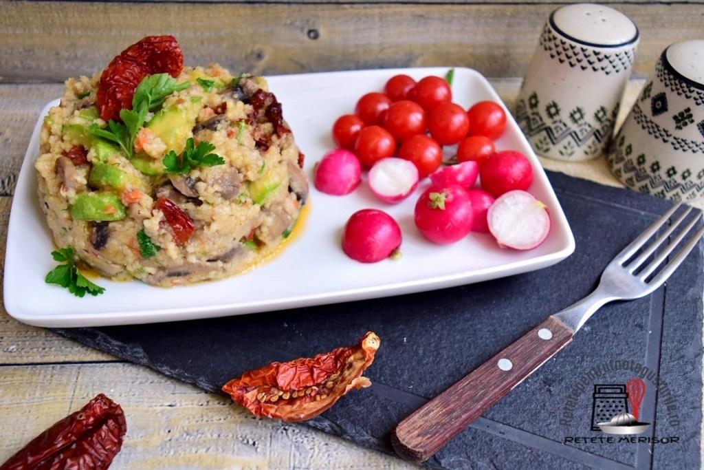 Mâncare de ciuperci cu dovlecel și cușcuș