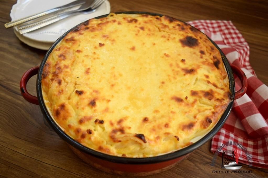 Macaroane cu brânză și zahăr caramelizat