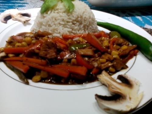 Mancare chinezeasca cu piept de pui si legume(Chinese food)